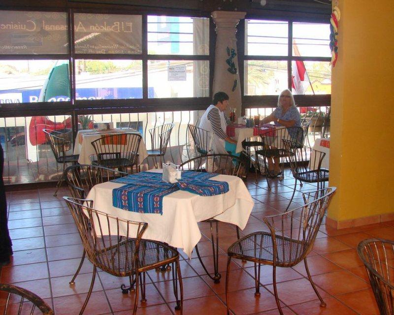 El Balcon Cocina Artesanal restaurant dinning hall