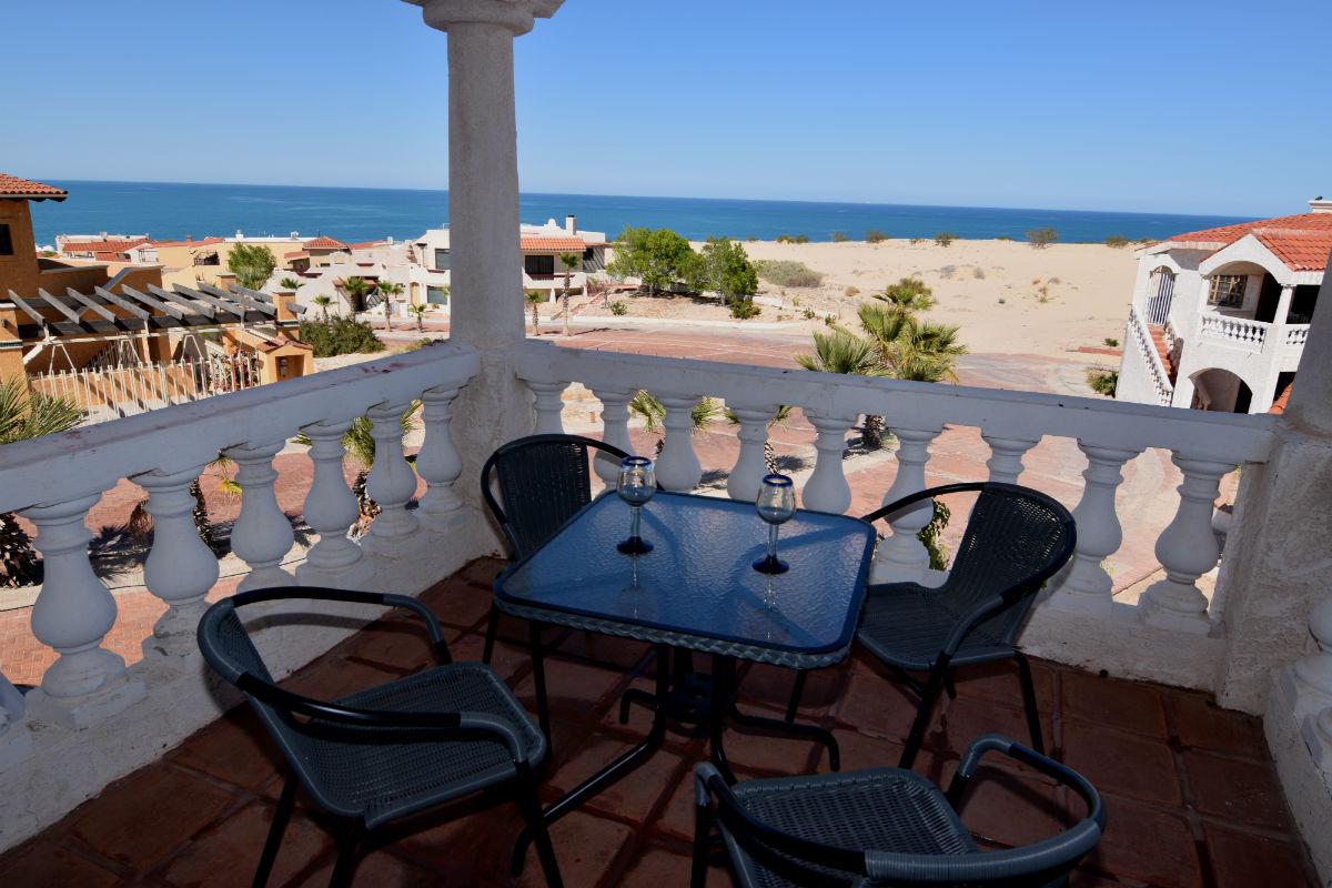 La hacienda San Felipe condo 1 - balcony table with chairs