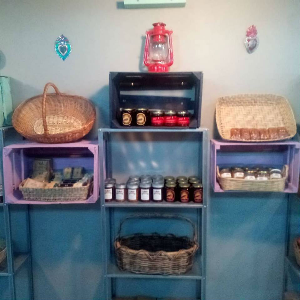 shelfs with cheese and more in c&g cava boutique san felipe