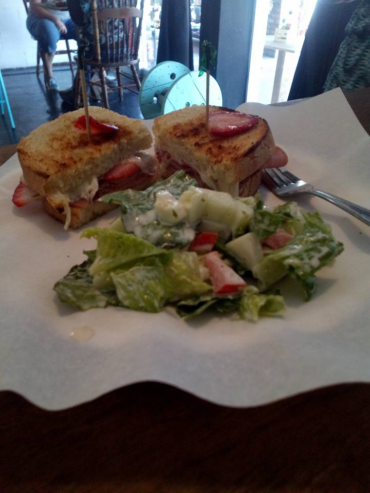 Sandwich with salad cg cava boutique san felipe restaurant