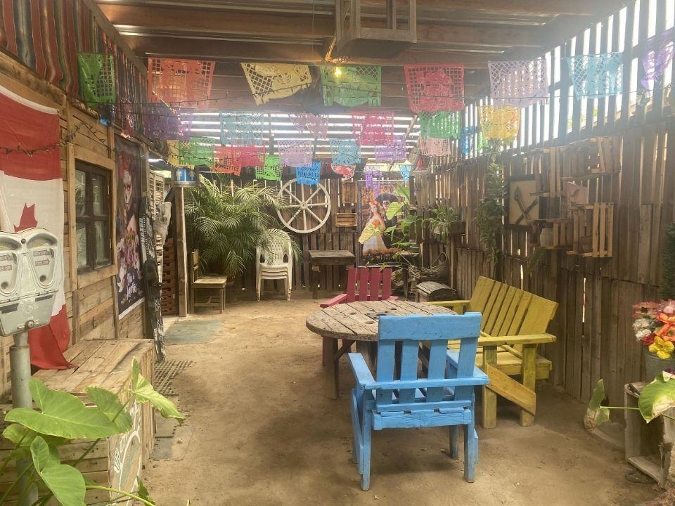 Coyote Burger and Ensalada San Felipe - Garden chairs